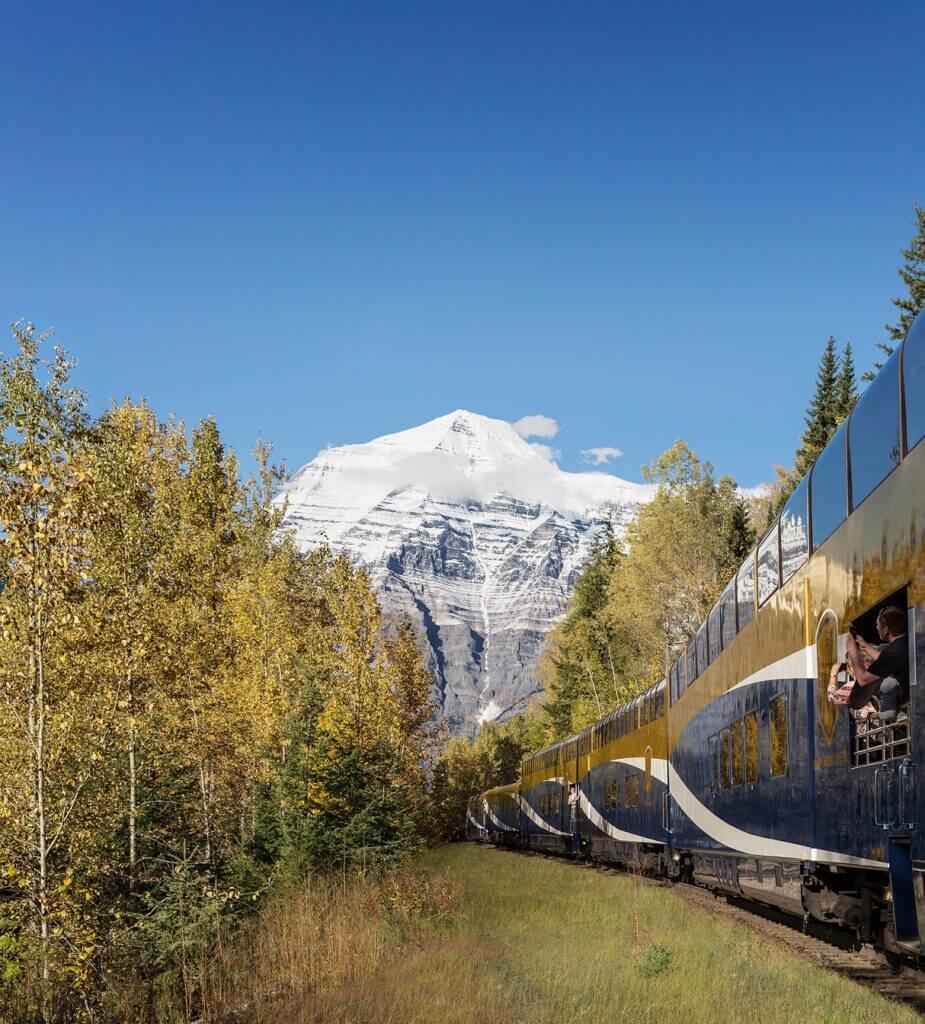 Rocky Mountaineer bij Mount Robson