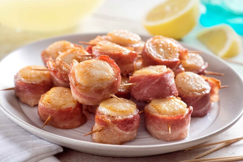 Scallops in bacon